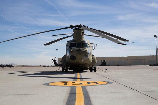 Tốc độ tối đa của CH47-D đạt 300 km/giờ với tầm hoạt động có thể lên tới hơn 600 km. Đây cũng là một trong những trực thăng nhanh nhất của quân đội Mỹ.