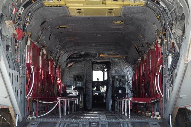 CH47-D Chinook có thể chở 33 binh sĩ, ngoài 3 thành viên phi hành đoàn.