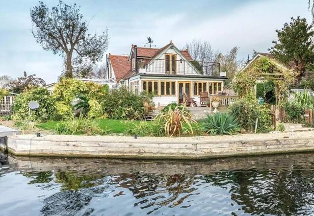 Khám phá chốn nghỉ dưỡng trong mơ nằm giữa dòng sông Thames - 1