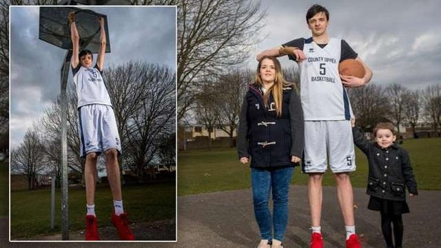 Brandon cao hơn 2,25 mét khi mới 16 tuổi