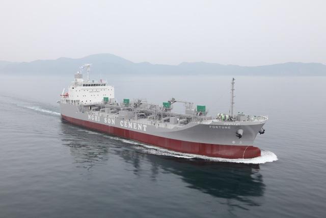 Nghi Sơn là đơn vị duy nhất ở Việt Nam có đội tàu chuyên dụng chở xi măng rời đảm bảo nguồn hàng ổn định