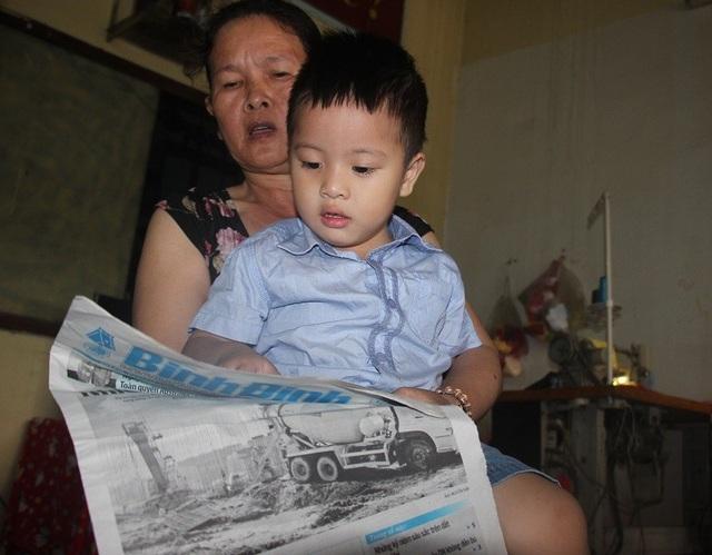 Không học chữ nhưng biết đọc, cháu Tâm khiến nhiều người bất ngờ.