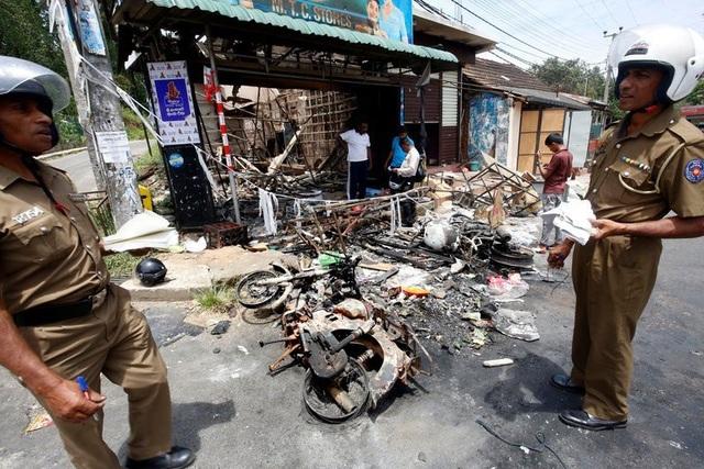 Sri Lanka tạm thời khóa truy cập Facebook để ngăn chặn bạo lực của đám đông nhằm vào những người thiểu số Hồi giáo.