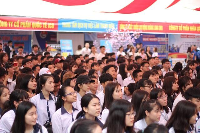 Hàng nghìn thí sinh tham dự ngày hội