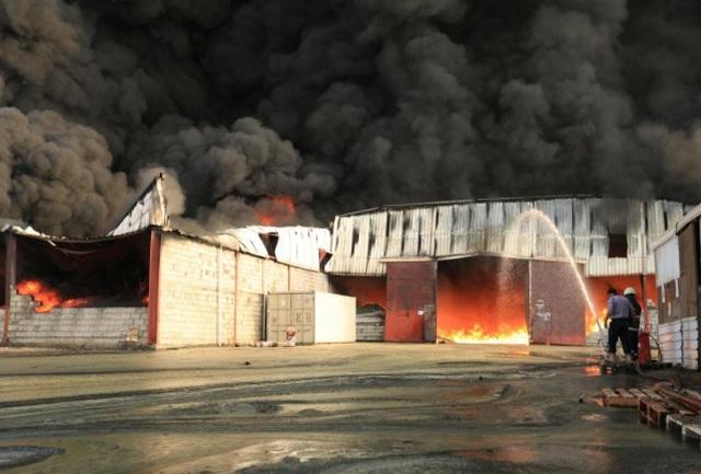 Cháy kho nhiên liệu và thực phẩm cứu trợ tại cảng Hodeidah, Yemen