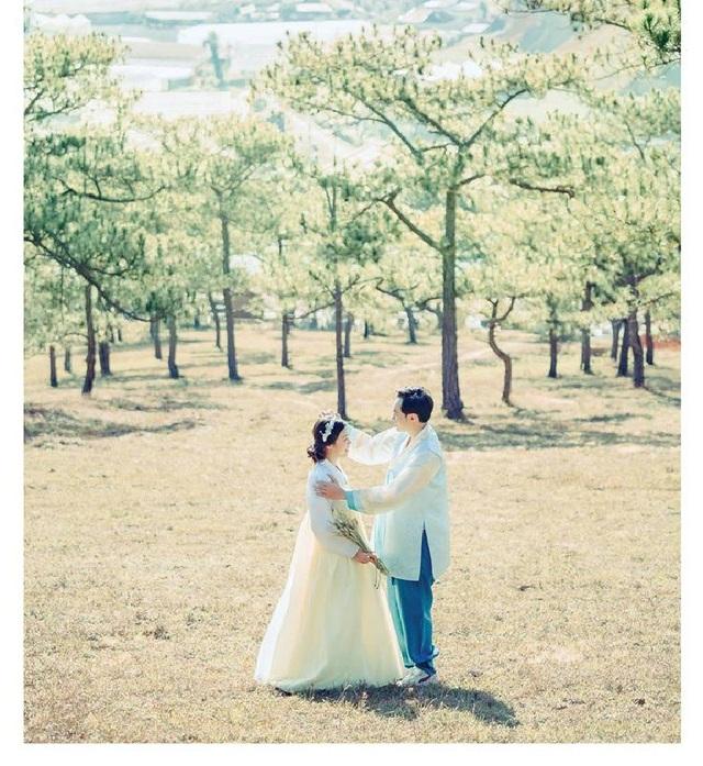 Vẻ đẹp, khung cảnh cùng sự kết hợp trang phục khiến nhiều người ngỡ như có một Hàn Quốc giữa lòng Đà Lạt vậy.