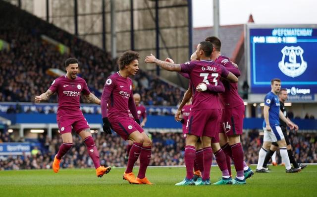 Man City ăn mừng bàn thắng thứ ba, chưa đầy 45 phút họ đã ghi tới ba bàn thắng