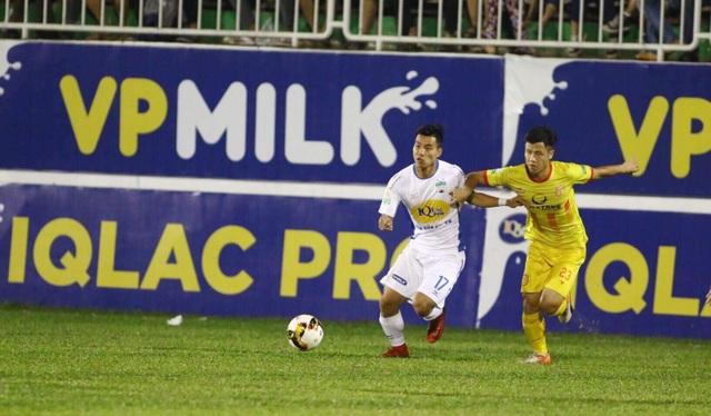 Trờ về từ đội tuyển quốc gia, Văn Thanh vẫn ra sân ngay từ đầu