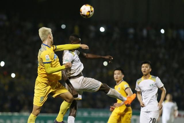 FLC Thanh Hóa (vàng) giành 3 điểm trên sân nhà - Ảnh: Gia Hưng