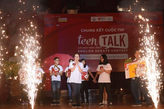 Phạm Trịnh Hương Giang (THPT Lomonoxop) với quan điểm về việc xây dựng và sử dụng thương hiệu cá nhân thật hiệu quả để đạt được những mục tiêu tương lai đã xuất sắc giành ngôi Quán quân Teen Talk 2018.