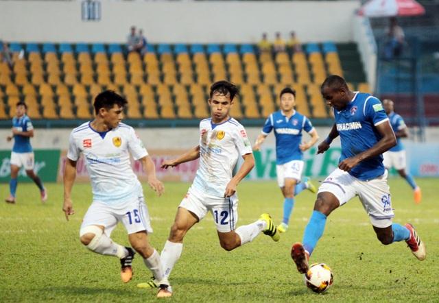 Than Quảng Ninh (xanh) đã có trận đấu thành công - Ảnh: Gia Hưng
