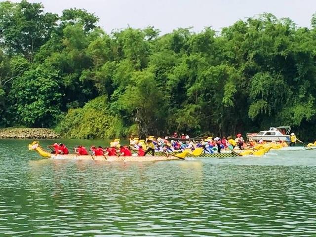 Lễ hội đua thuyền được tổ chức trên sông Thạch Hãn, qua xã Triệu Thành - quê hương của cố Tổng bí thư