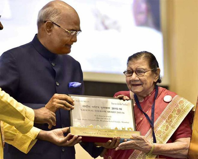 Rama Khandwala được Thủ tướng Ấn Độ trao giải thưởng Du lịch Quốc gia năm 2017. Ảnh: Tribuneindia