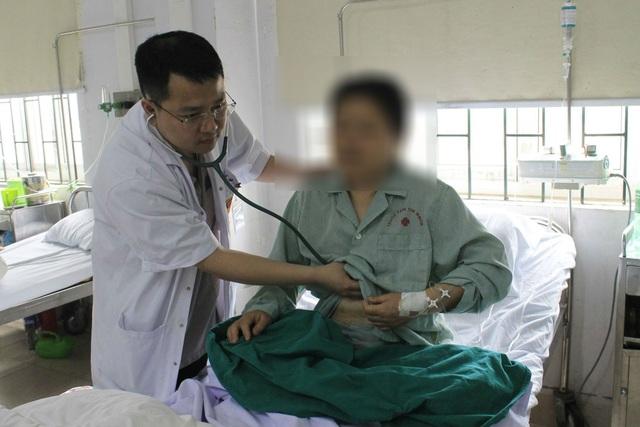 Ngay ngày đầu tiên tại Việt Nam bệnh nhân đã bị lên cơn nhồi máu cơ tim nguy hiểm. Ảnh: T.X