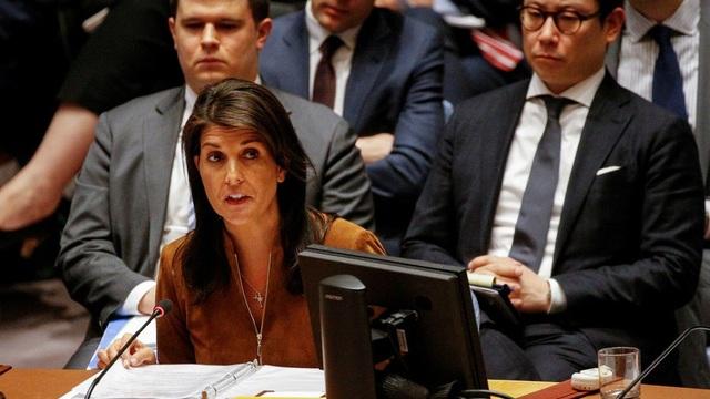 Đại sứ Mỹ tại Liên Hợp Quốc Nikki Haley phát biểu trong phiên họp của Hội đồng Bảo an ngày 9/4 (Ảnh: Reuters)