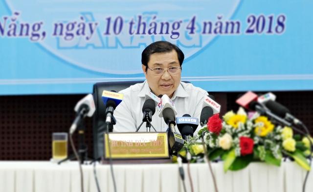 Ông Huỳnh Đức Thơ - Chủ tịch UBND TP Đà Nẵng chủ trì buổi họp báo thường kỳ Quý I năm 2018 của chính quyền thành phố.