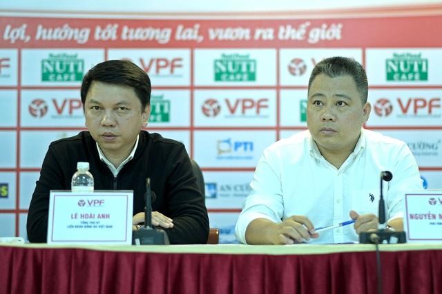 Tổng thư ký VFF Lê Hoài Anh (trái) - Ảnh: Gia Hưng