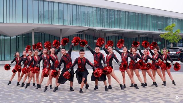 Nhóm bạn trẻ từ Hà Nội vô địch giải cheerleading quy mô châu Á - 6