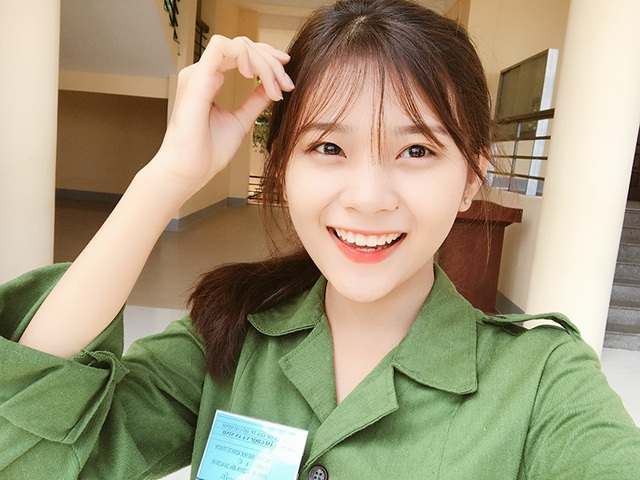 Bức ảnh nữ sinh xinh đẹp đi học quân sự khiến bao chàng say đắm - 5
