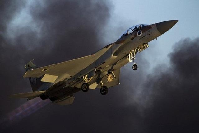 Chiến đấu cơ F-15 của Israel bị cáo buộc tiến hành vụ không kích nhằm vào căn cứ quân sự Syria hôm 9-4 Ảnh: REUTERS