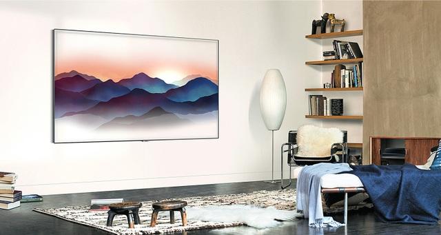 Căn phòng khách nhà bạn sẽ trở nên gọn gàng hơn bao giờ hết, chưa kể còn tăng thêm tính nghệ thuật với TV QLED 2018.