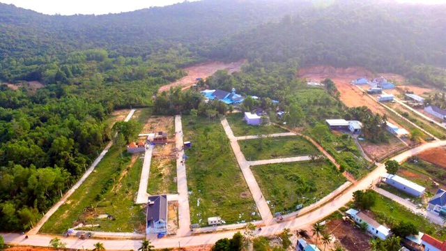 Hàng chục ha đất nông nghiệp ở khu vực đường Cây Thông Ngoài bị xẻ thịt, phân lô.