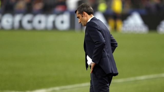 HLV Ernesto Valverde thừa nhận Barcelona bị động trước lối chơi mạnh mẽ của AS Roma