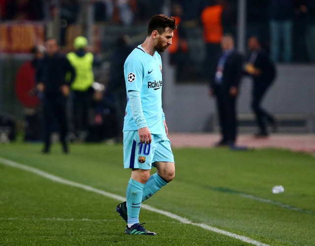 Messi thất thần khi chứng kiến Barcelona thua sốc trước AS Roma - 1