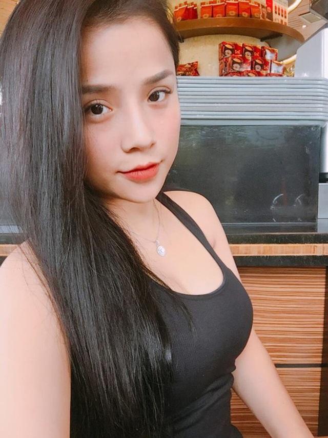Hình ảnh đời thường xinh đẹp của bạn gái Lâm Tây.