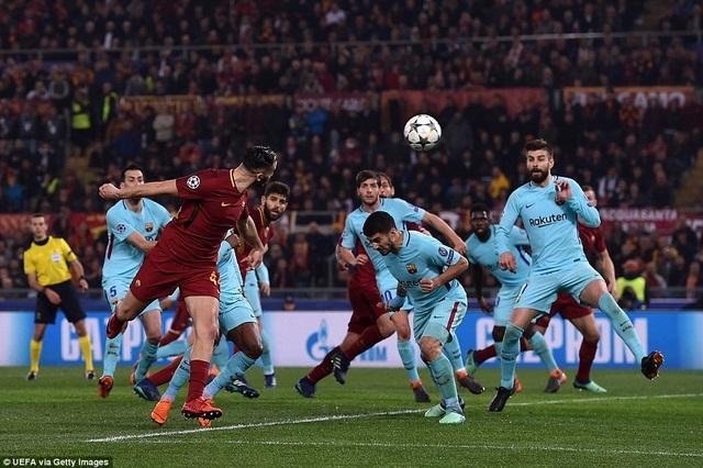 Manolas đánh đầu ghi bàn quyết định ấn định thắng lợi 3-0 cho AS Roma