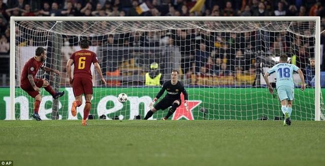De Rossi nâng tỷ số lên 2-0 cho AS Roma sau tình huống phạt đền