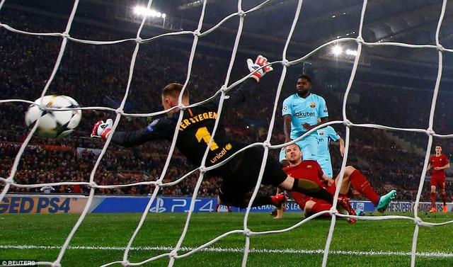 Dzeko mở tỷ số 1-0 cho Barcelona ngày ở phút thứ 7
