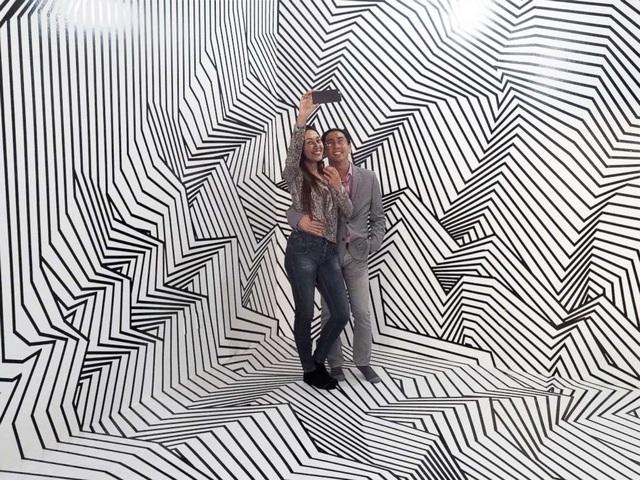 Chụp hình ở một không gian tạo nên góc nhìn ảo ảnh