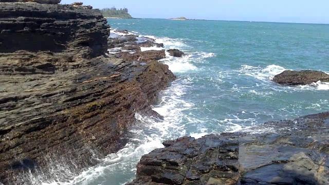 Bãi đá ở biển Rạng rất nguy hiểm cho người đi chơi không cẩn thận