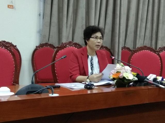 Bà Bùi Thị Minh Nga - Phó phòng Giáo dục Trung học (Sở GD&ĐT Hà Nội), đã trả lời báo chí về sự việc. (Ảnh: Mỹ Hà)
