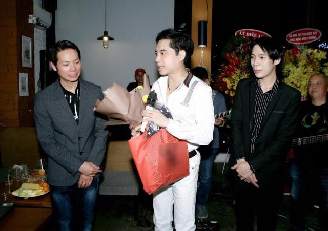 Ngọc Sơn đến chúc mừng học trò Lâm Ngọc Huỳnh và Sinti Quang Ngọc - 3