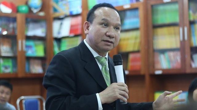 Ông Phillip Nguyen từ Mỹ trở về trao đổi với phụ huynh học sinh Trường Newton (Ảnh: T. Hùng)