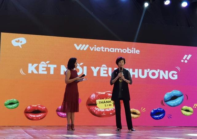 Bà Elizabete Fong, Tổng giám đốc Vietnamobile phát biển nhân sự kiện tri ân khách hàng tại Hòa Bình ngày 05/04