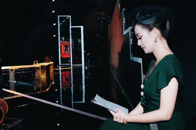 Với vẻ ngoài xinh đẹp, trẻ trung cùng khả năng ăn nói duyên dáng, nữ MC của VTV ngày càng chứng tỏ được sự đa dạng của mình trong nghề.