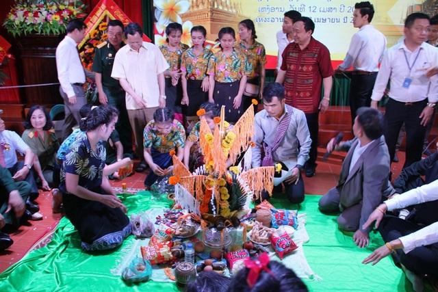 Hằng năm cứ đến dịp Tết cổ truyền của Lào và Thái Lan - Trường ĐH Vinh luôn tổ chức cho các em lưu học sinh đang sinh sống và học tập tại Nghệ An.