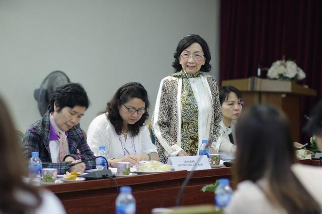 Giáo sư, Tiến sĩ khoa học Phạm Thị Trân Châu, Chủ tịch Hội Nữ Trí thức Việt Nam.