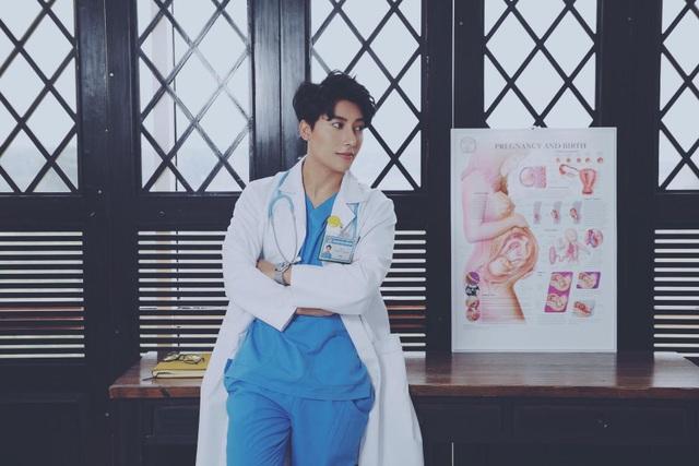 Bác sỹ Trần Vũ Quang từng gây sốt khắp các diễn đàn mạng nhờ vẻ ngoài điển trai như diễn viên Hàn Quốc.