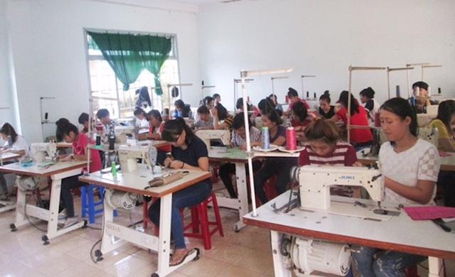 Lao động nông thôn học nghề may tại thị xã La Gi, Bình Thuận