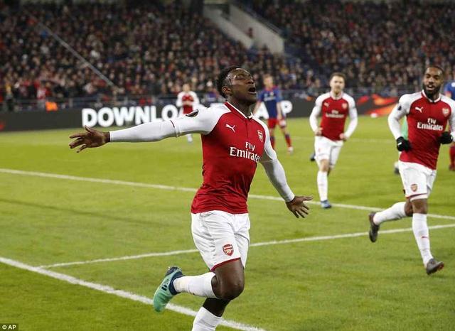 Dù vậy, Danny Welbeck đã sắm vai cứu tinh, giúp Arsenal giành vé đi tiếp