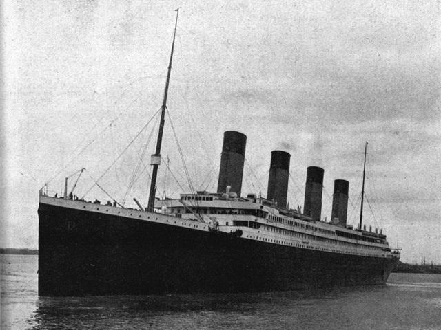 Hai người gác tàu đã không có ống nhòm để làm nhiệm vụ quan sát.