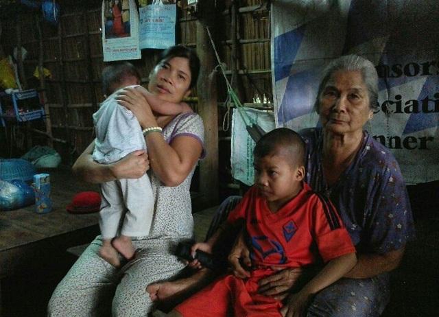 Chồng mất sức sau tai nạn, con lớn bị bệnh hiểm nghèo, mẹ già, con nhỏ vừa sinh khiến gia đình chị Tám Thanh rơi vào cảnh cùng quẫn