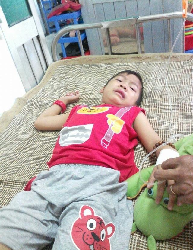 Chị Tám Thanh chỉ mong có phép màu để cứu con mình...