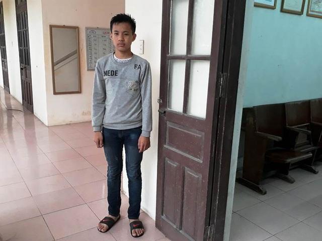 Bé trai Ngô Quang Thắng đang được chăm sóc tại Công an phường Hoàng Diệu, thành phố Thái Bình trước đó