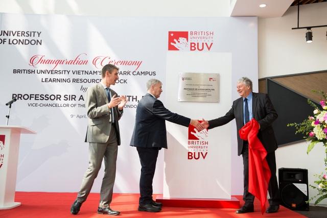 Ban cố vấn cấp cao của BUV vinh dự đón tiếp ngài Adrian Smith thăm quan cơ sở mới của BUV tại Ecopark.