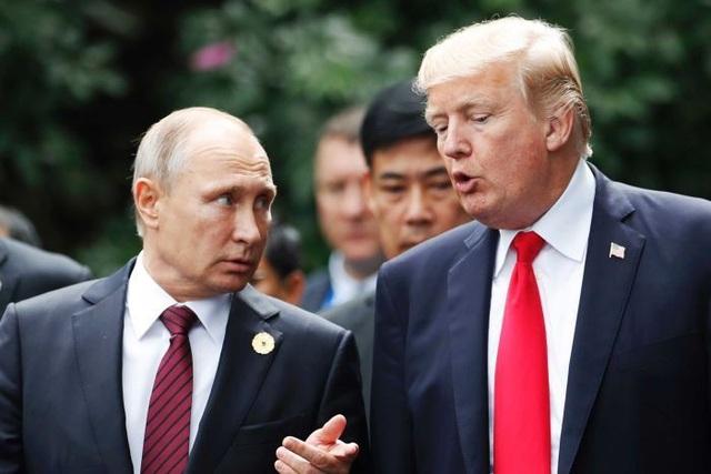 Tổng thống Mỹ Donald Trump (phải) và người đồng cấp Nga Vladimir Putin (Ảnh: AP)